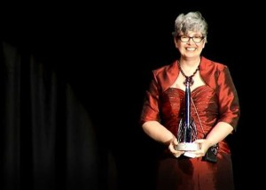 Leckie receiving the Hugo Award for Ancillary Justice (and rightly so!)