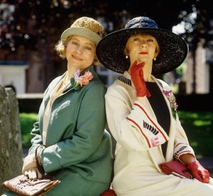Prunella Scales (L) as Mapp and Geraldine McEwan (R) as Lucia, in the 1985 Channel 4 adaptation.